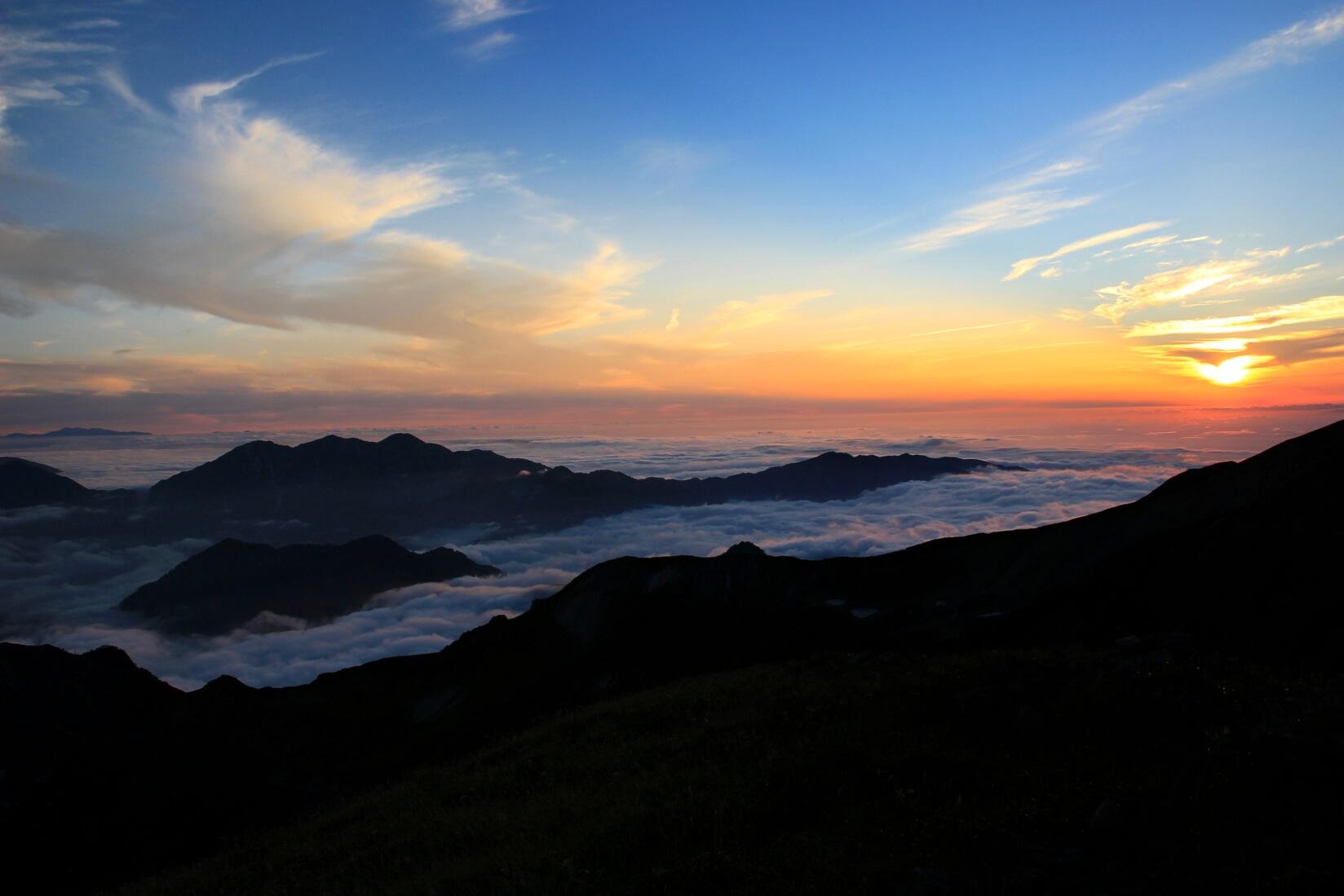 白馬三山の稜線からの夕暮れ