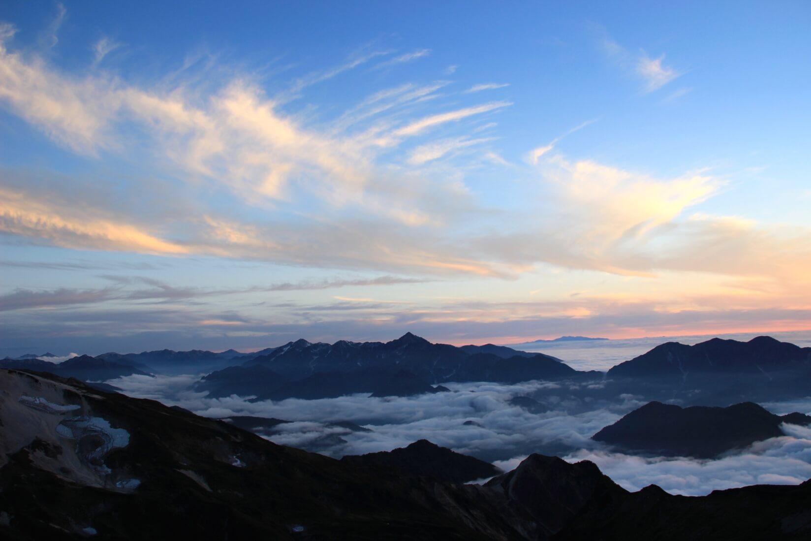 白馬三山の稜線より剱岳