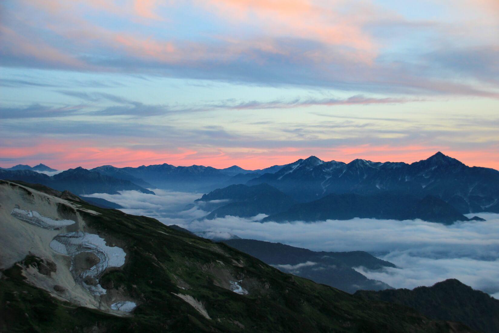 白馬三山の稜線から剱岳の夕暮れ