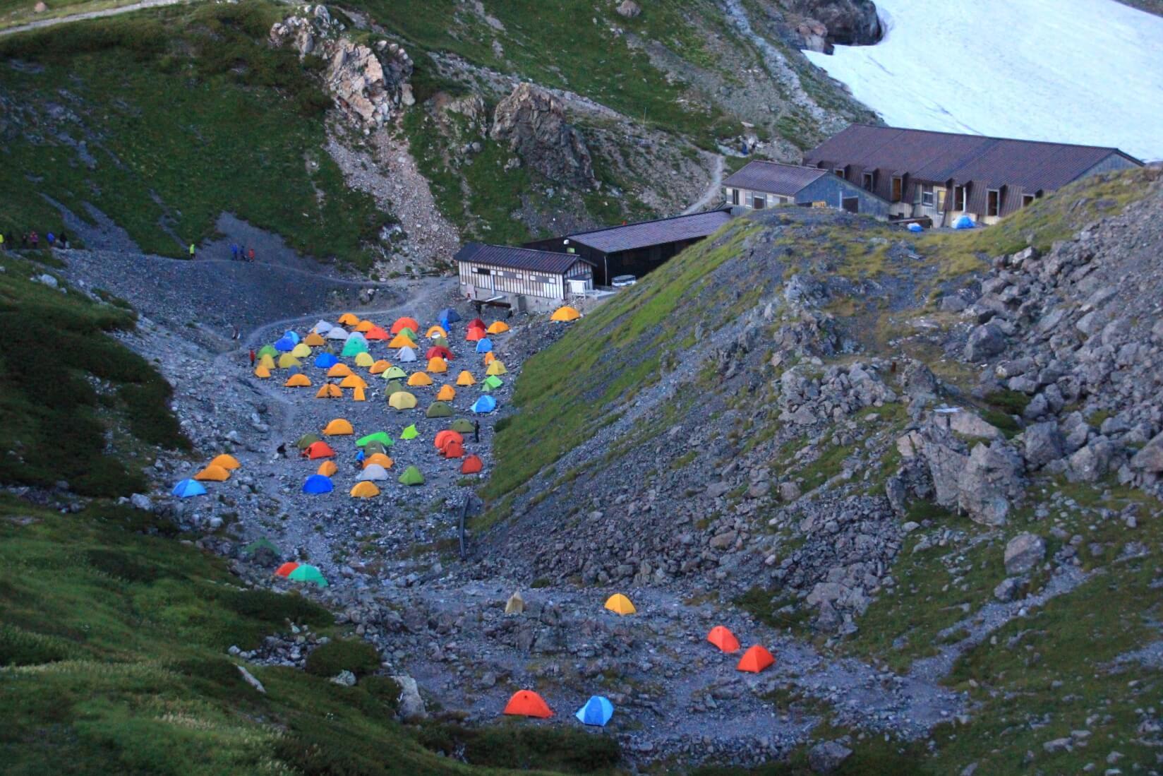 夕暮れの白馬岳頂上宿舎テント場
