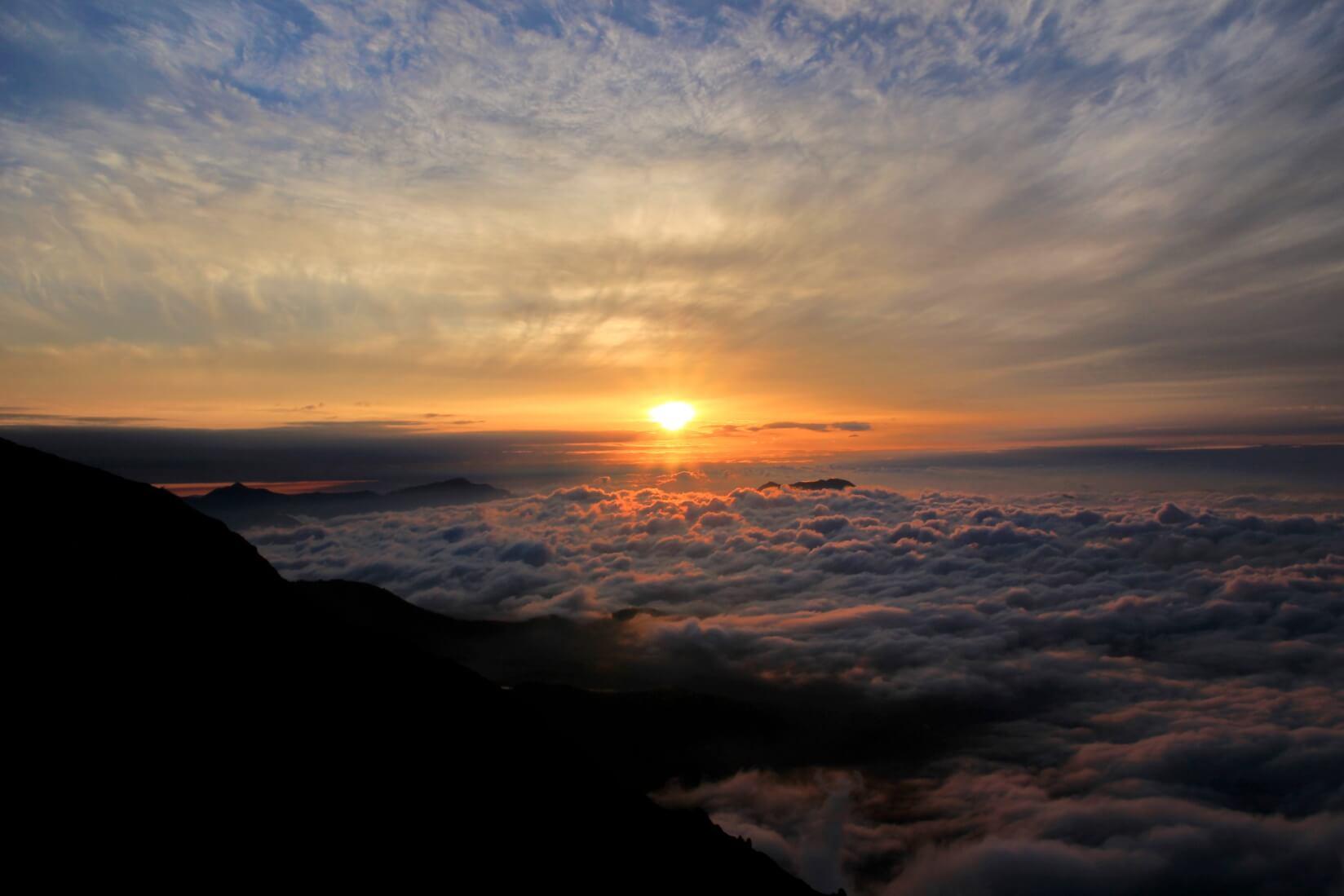 白馬三山の稜線より日の出