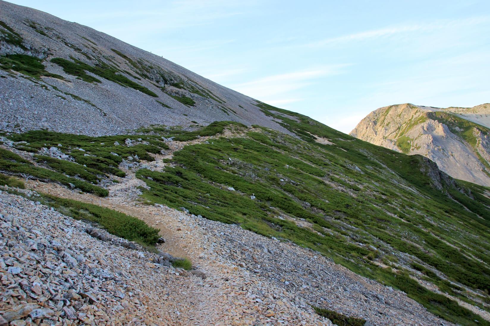 白馬三山の稜線より杓子岳付近