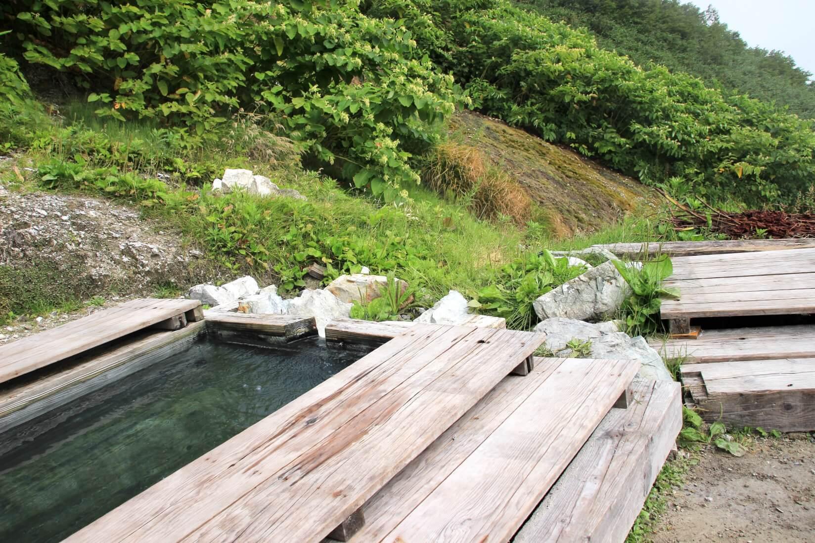 白馬鑓温泉小屋テント場脇の温泉