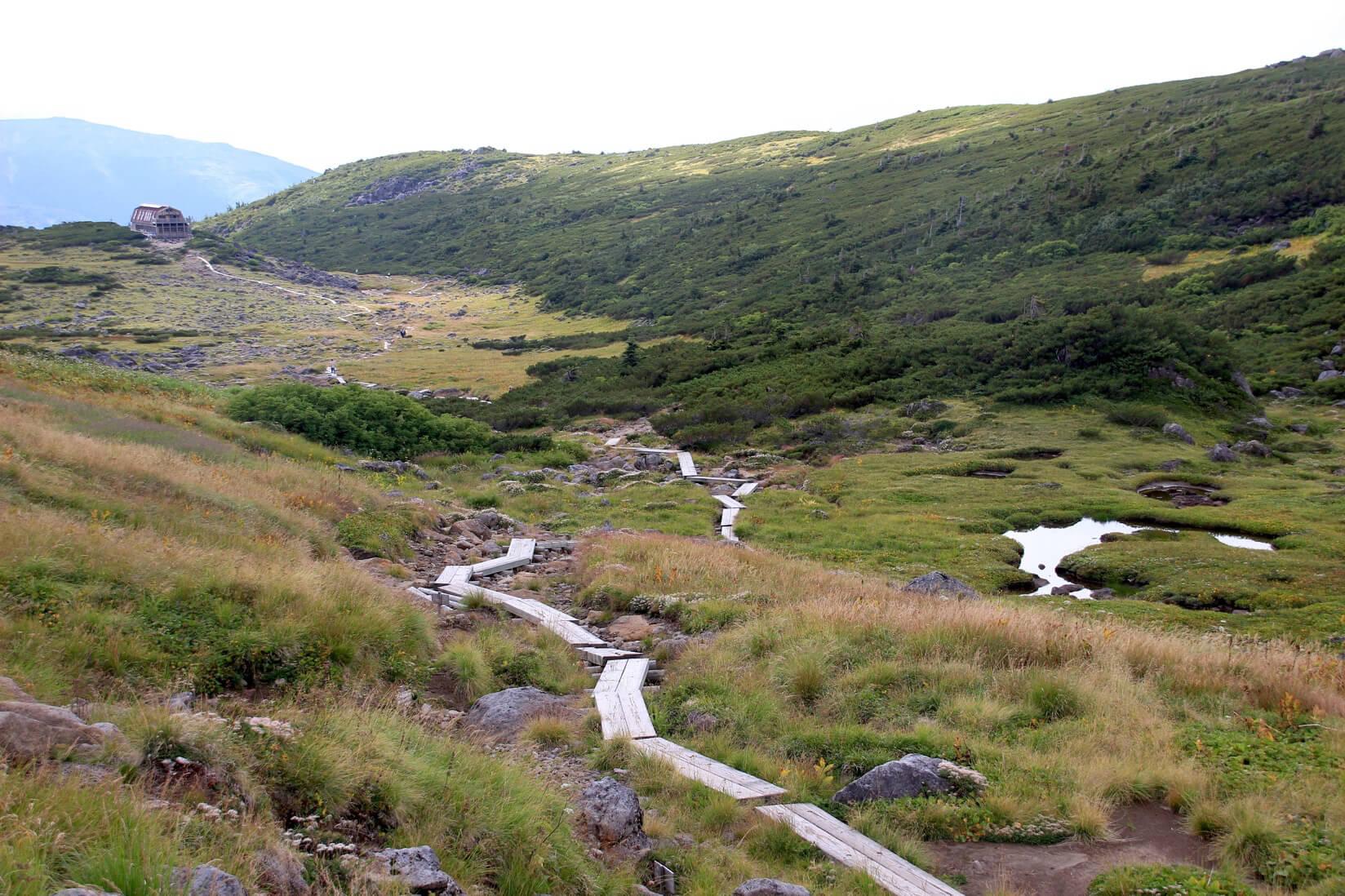 雲ノ平の木道と雲ノ平山荘