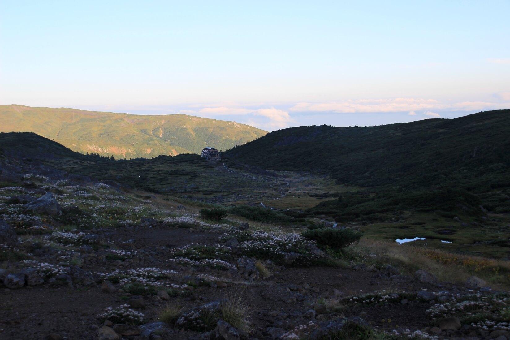 早朝の雲ノ平と雲ノ平山荘