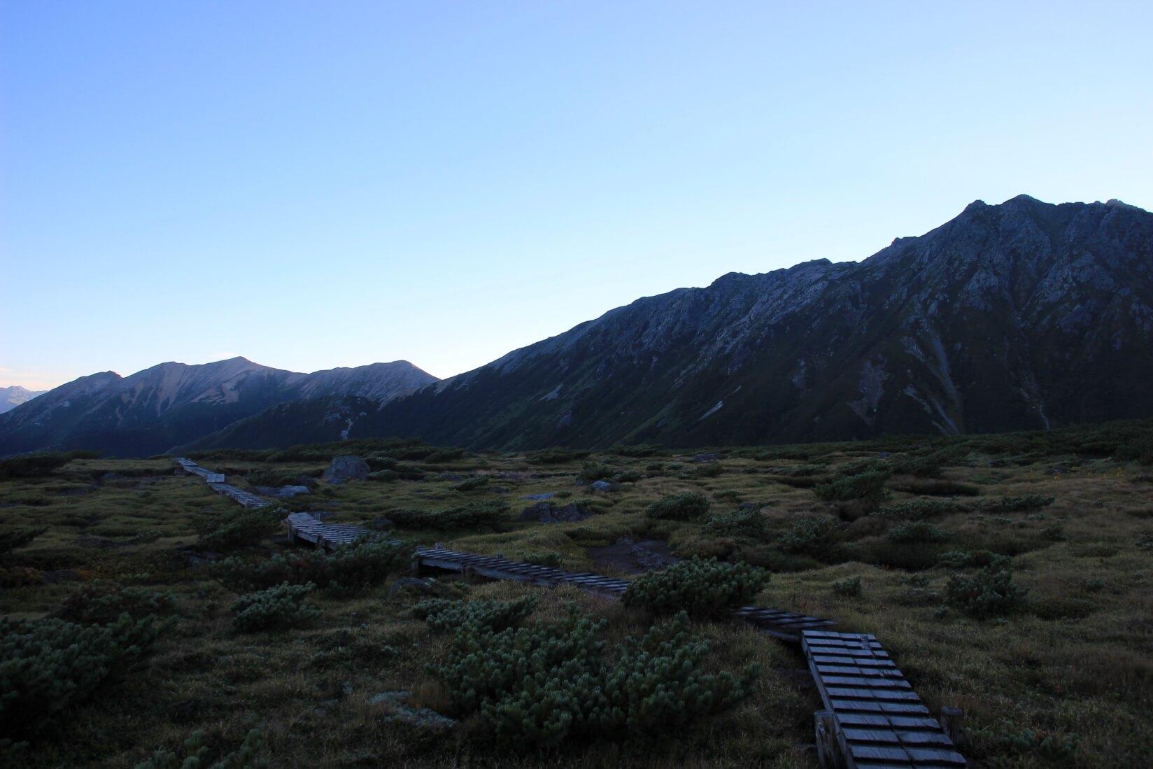 早朝の雲ノ平。手前は水晶岳