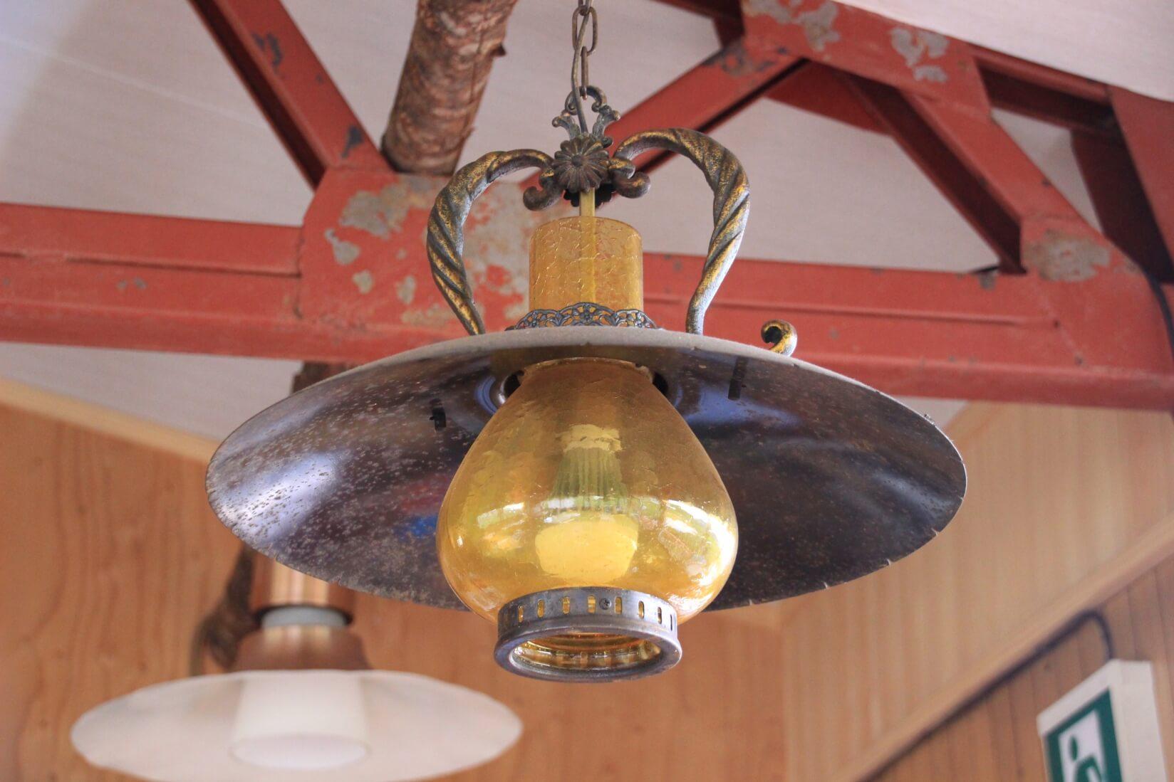 三俣山荘展望食堂のランプ