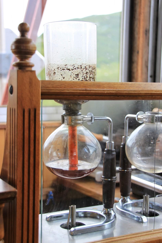 三俣山荘展望食堂のサイフォンコーヒー