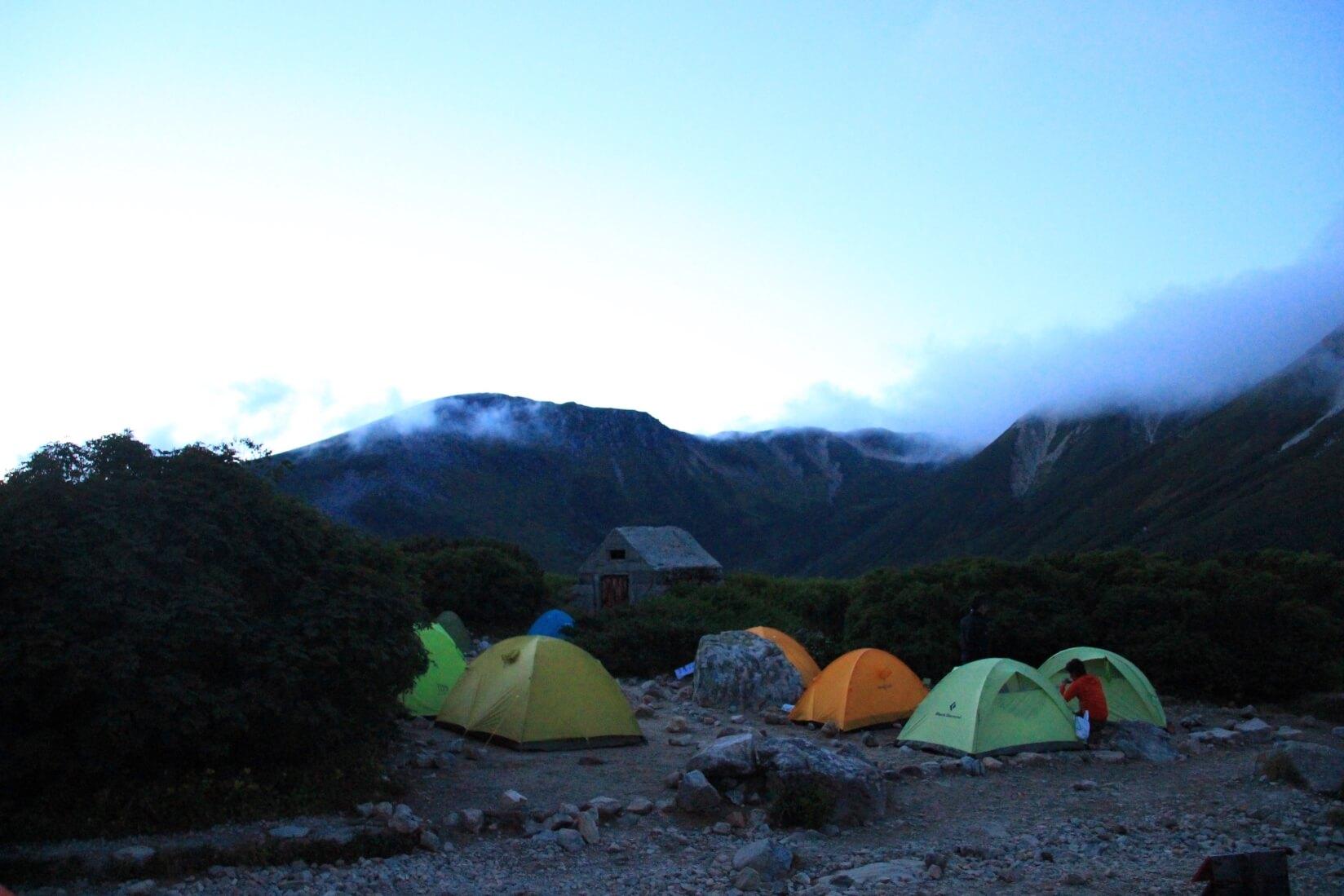 夕方の三俣蓮華岳キャンプ場