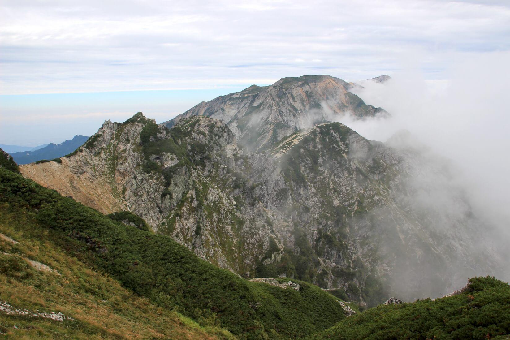 唐松岳から五竜岳にかけての稜線