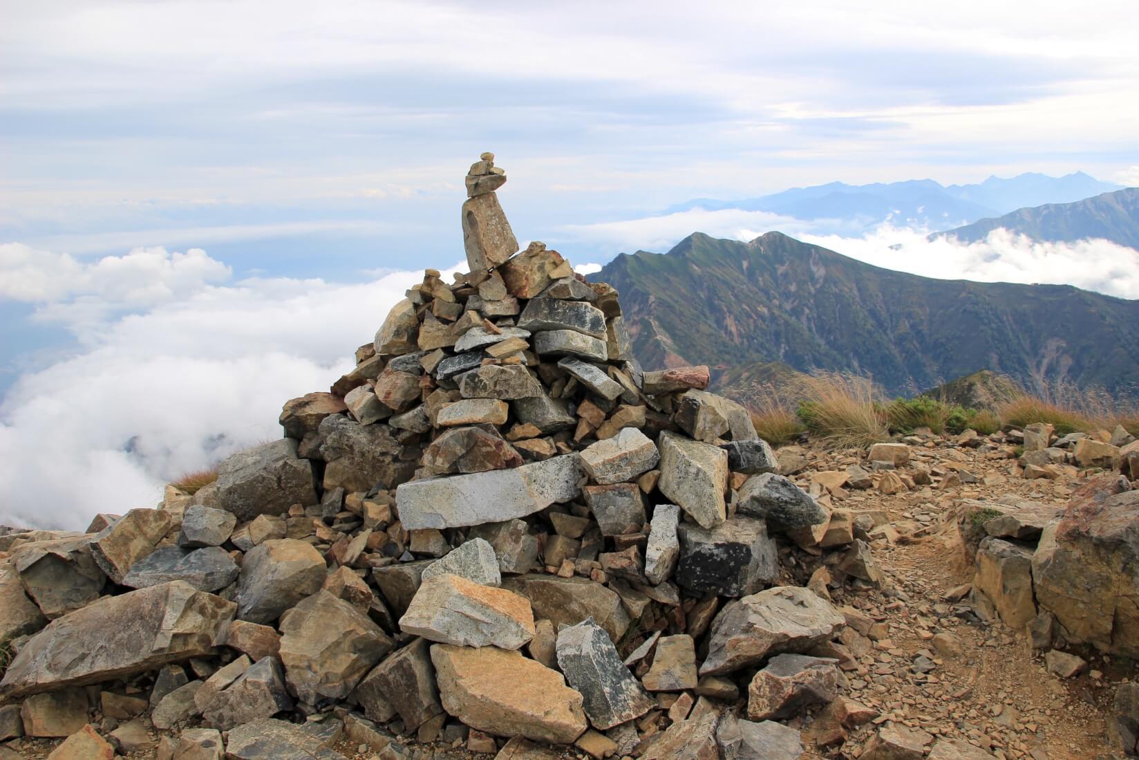 鹿島槍ヶ岳山頂のケルン
