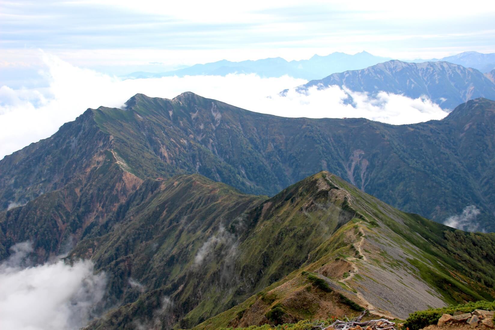 鹿島槍ヶ岳山頂から爺ヶ岳方向