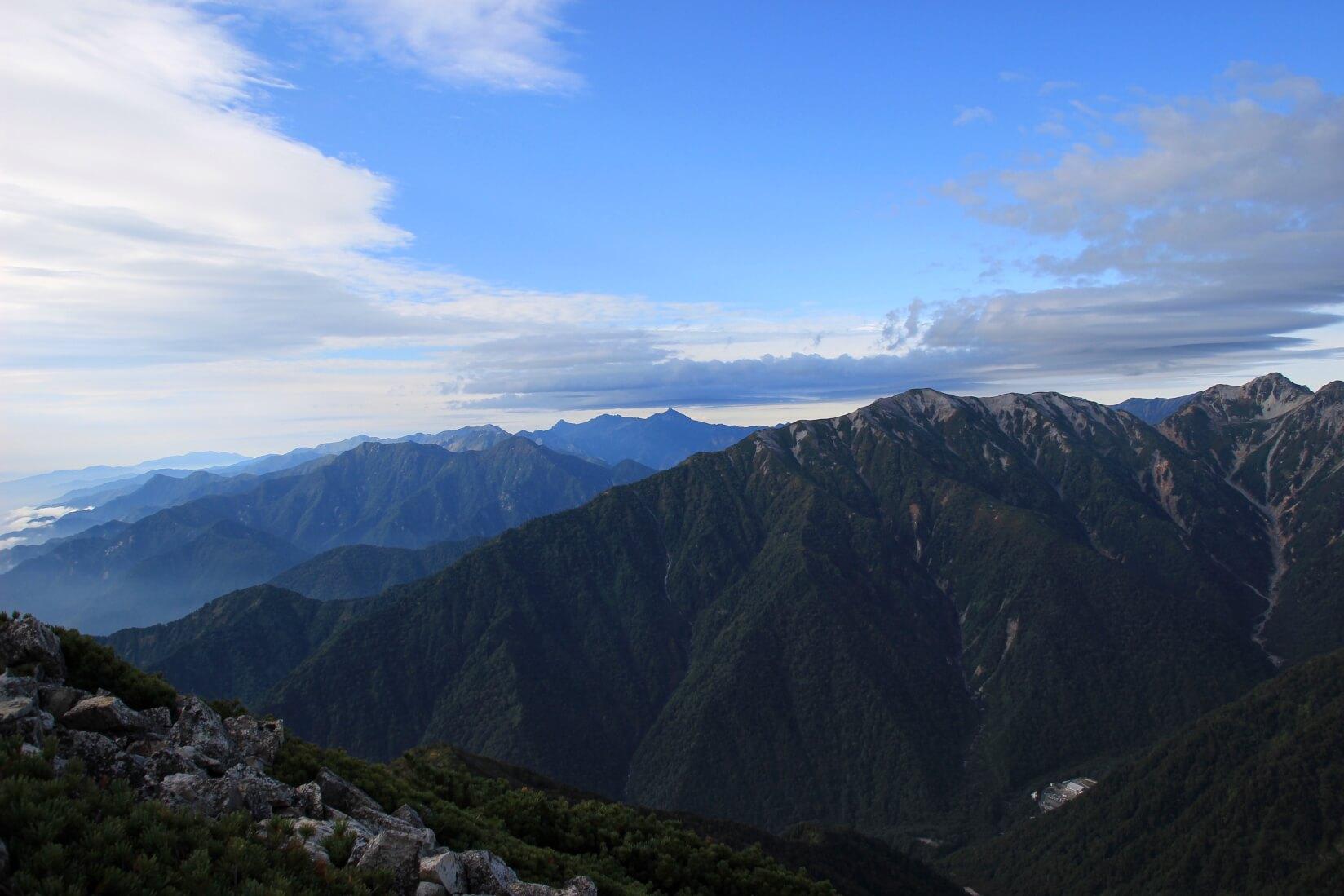 爺ヶ岳の稜線より槍ヶ岳方向