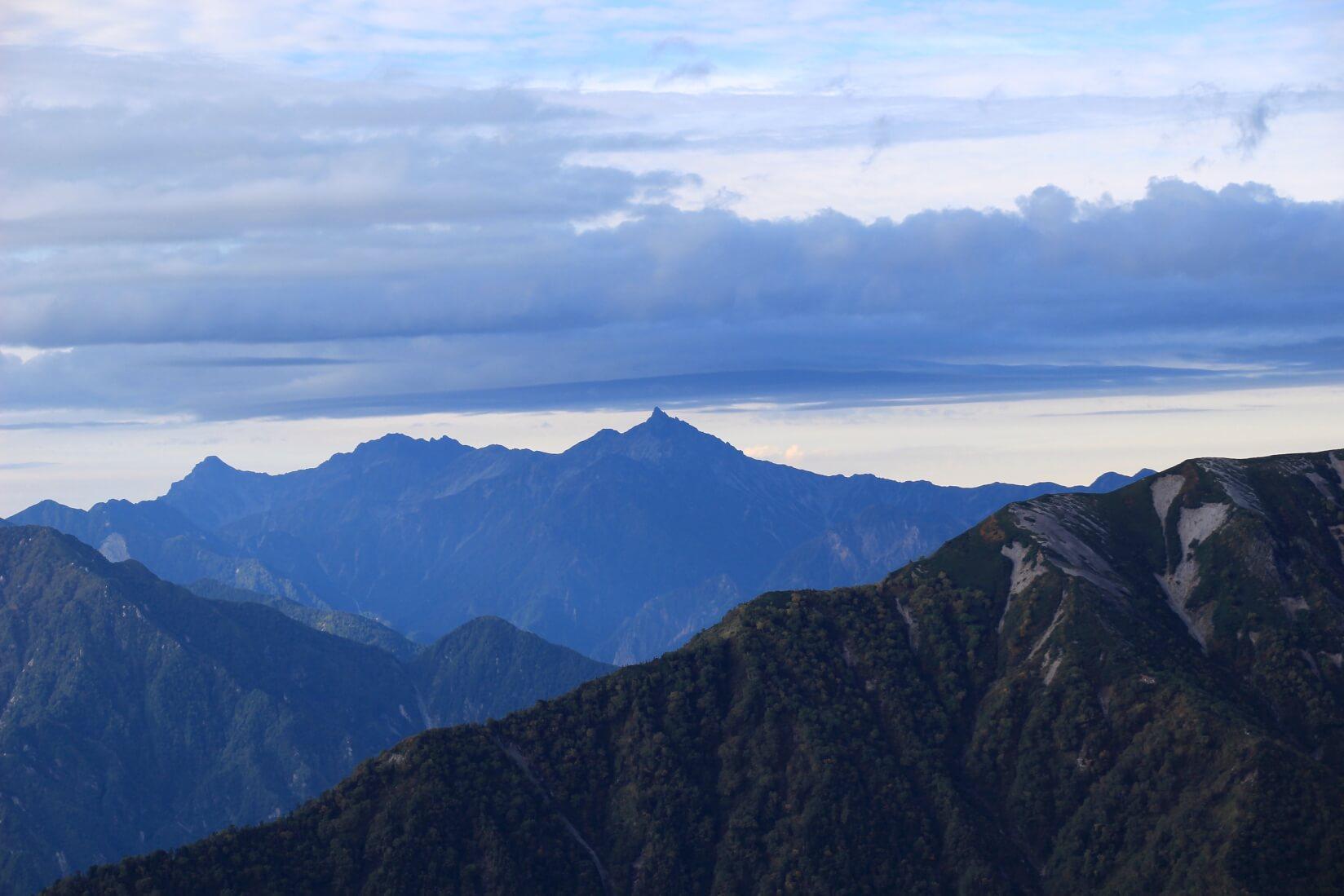 爺ヶ岳の稜線より槍ヶ岳