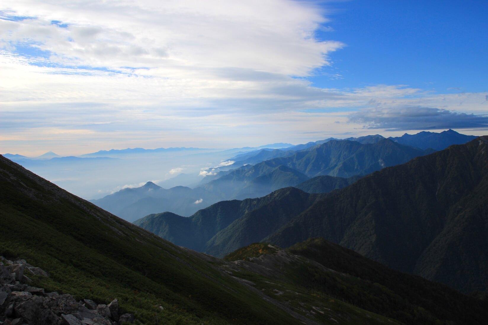 爺ヶ岳の稜線より