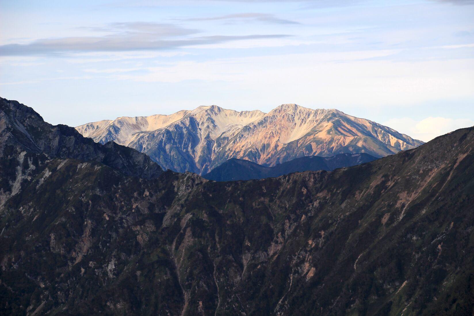 爺ヶ岳の稜線より薬師岳