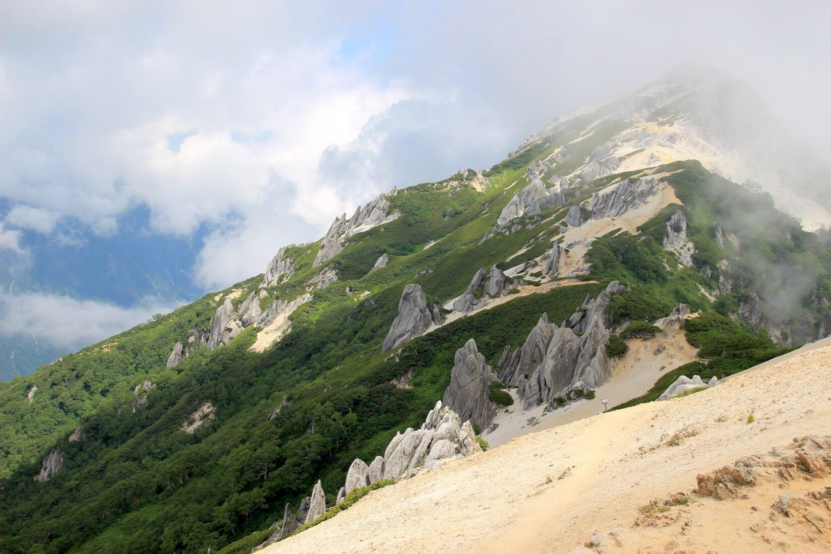 燕山荘より燕岳