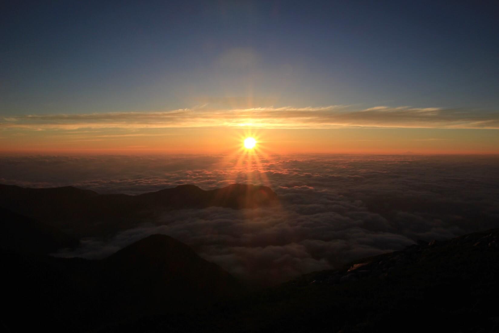 大天荘テント場より日の出