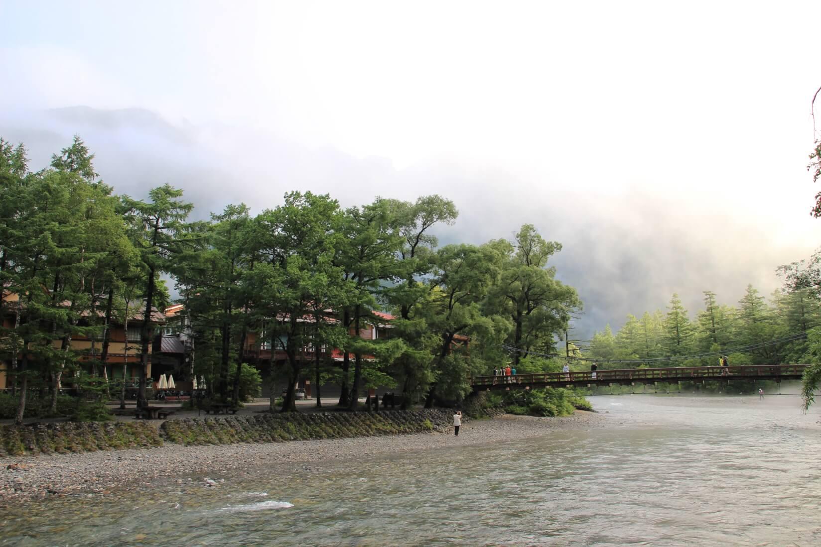 梓川を河童橋方向