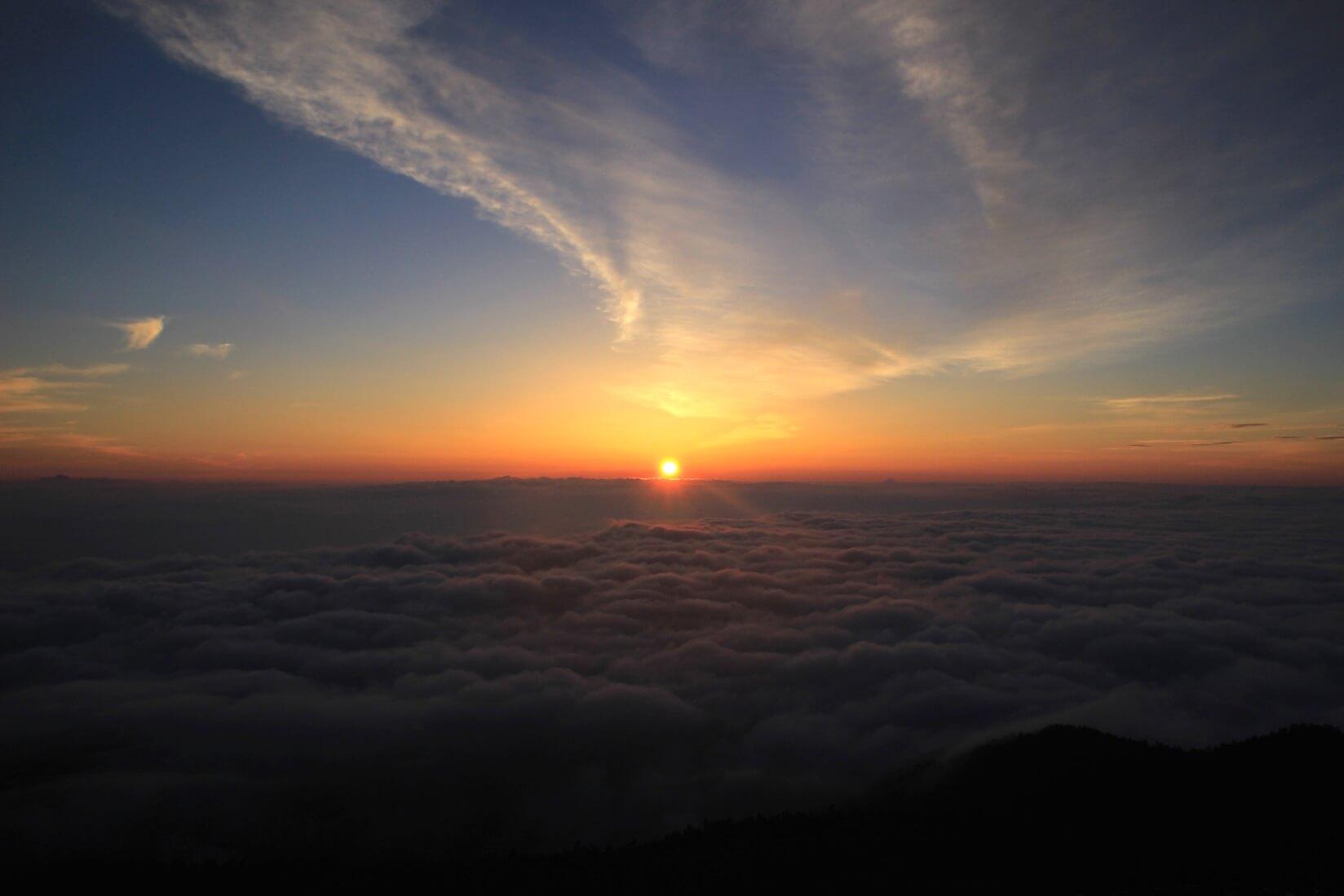 蝶ヶ岳ヒュッテテント場の日の出