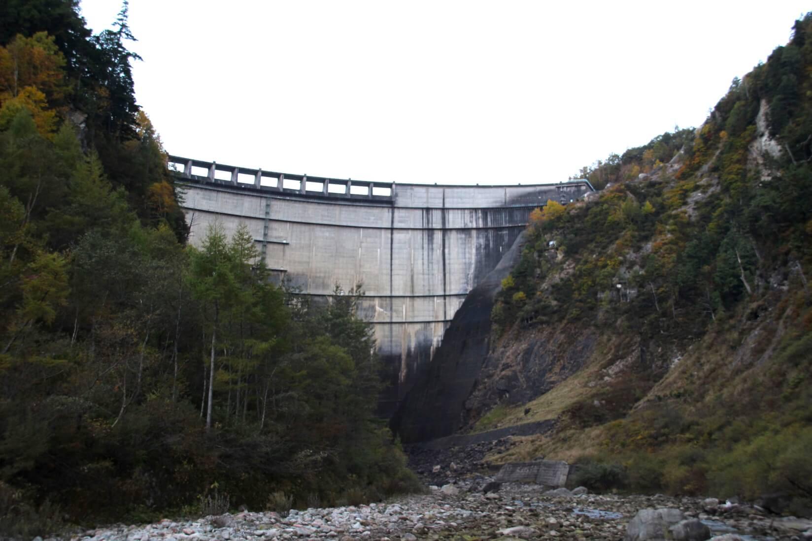 黒部ダム下側から