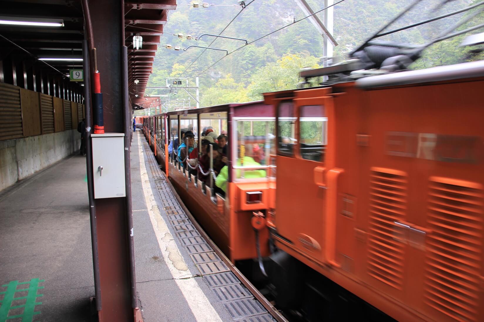 黒部峡谷鉄道、トロッコ電車