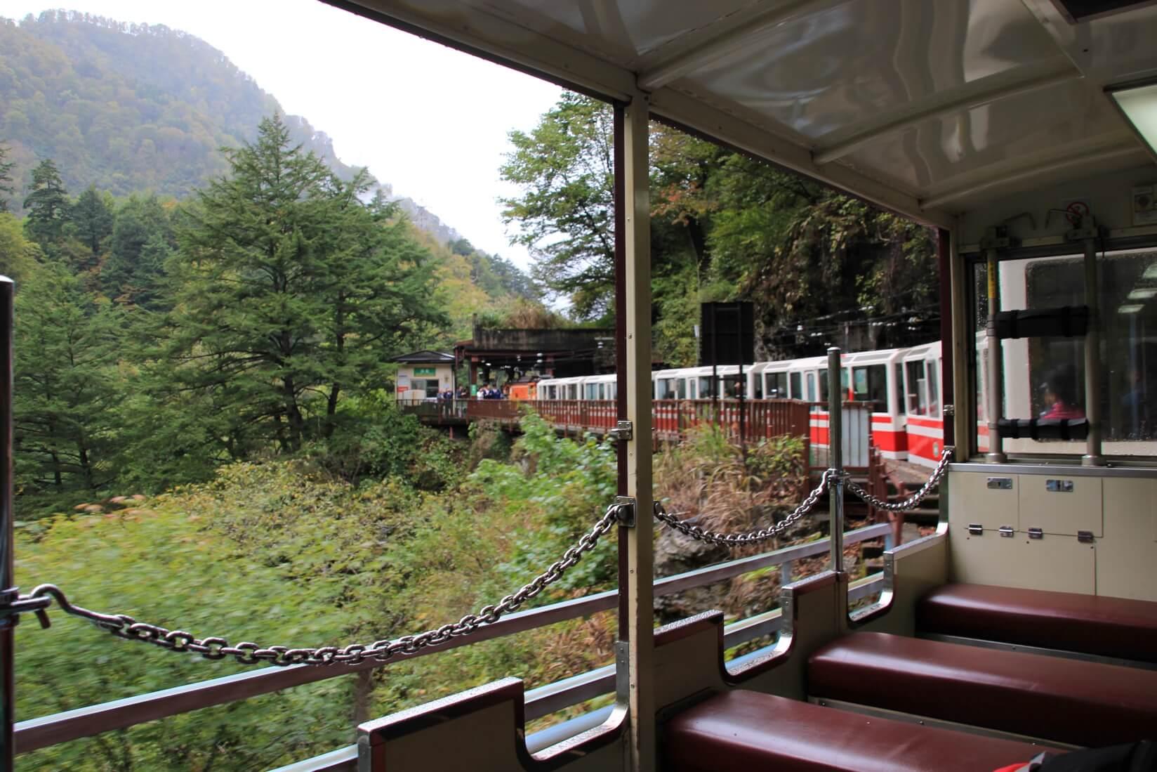 黒部峡谷、トロッコ電車