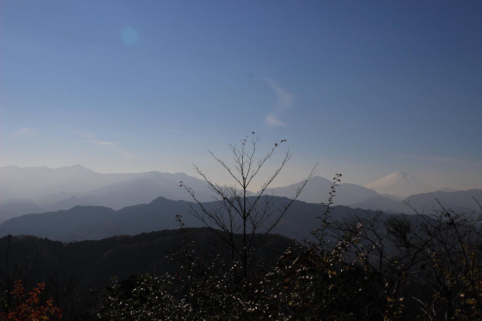 高尾山大見晴台から富士山方面