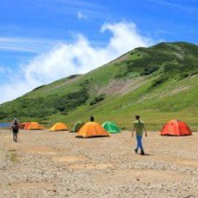 キャンプ・テント グループのロゴ